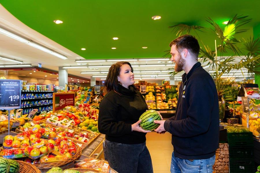 EDEKA Häfner in München mit frischem Obst und Gemüse